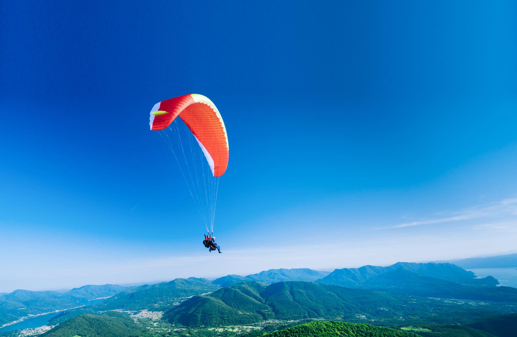 Volare in parapendio nei cieli del Ticino